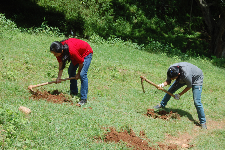 1_PEN Lady members digging the holes for the plantation