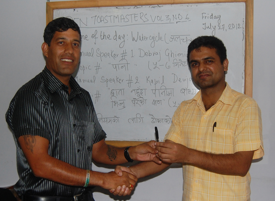 8_Best manual speaker Kapil Deuja receiving awards from TMD Binod