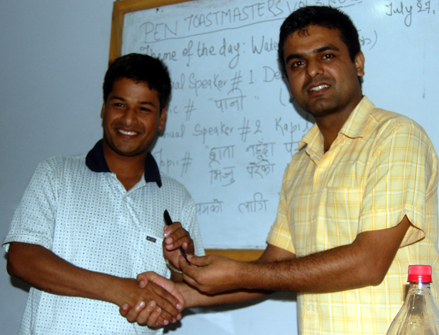 9_Best table topics speaker Ram Sharan receiving award from TMD Binod
