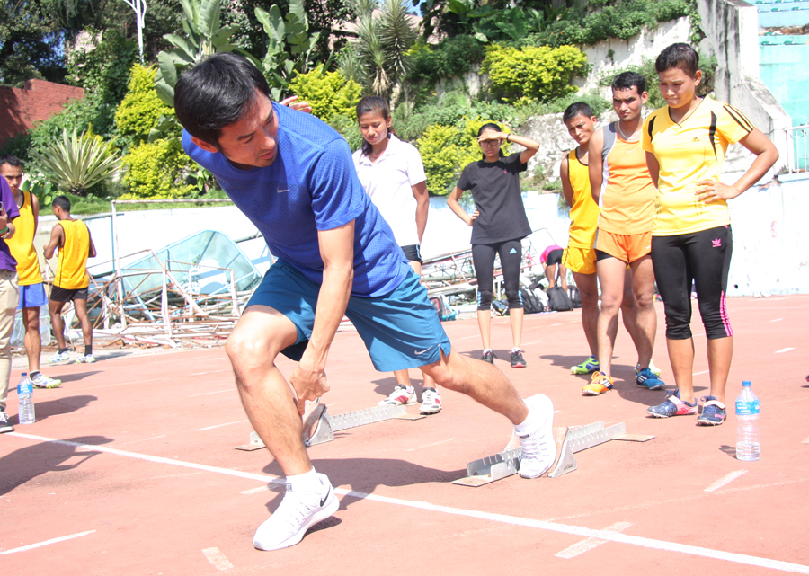 4_Dai-san coaching proper posture